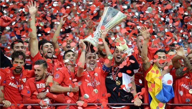 نادي إشبيلية يتوج بلقب الدوري الأوروبي في عام 2015