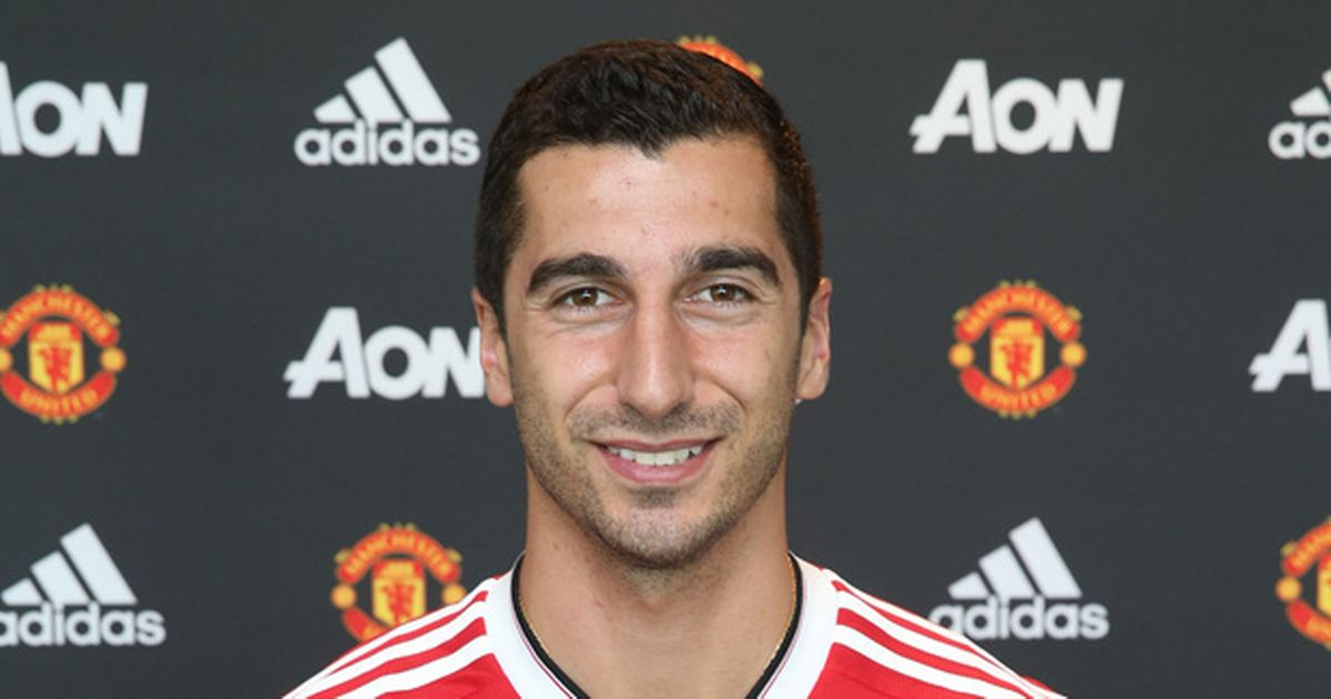 Henrikh-Mkhitaryan-poses-after-signing-for-Manchester-United