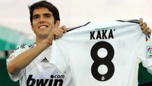 ريكاردو كاكا يعرض قميصه في ريال مدريد