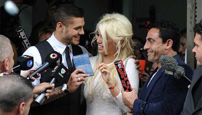 ماورو إيكاردي يتزوج من عارضة الأزياء واندا نارا