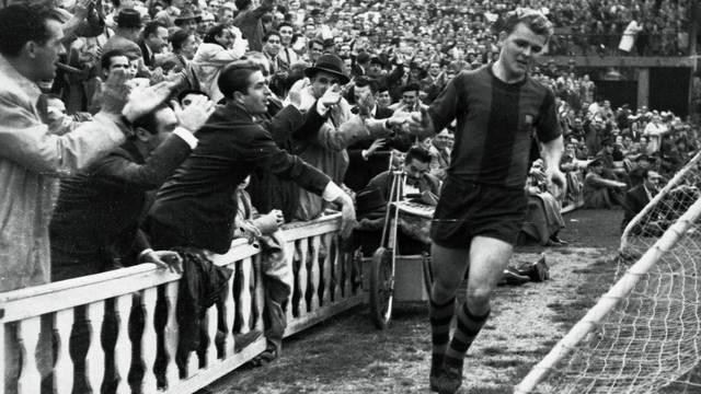 معشوق جماهير برشلونة في وقته