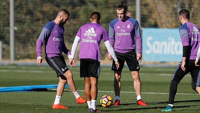 بنزيما في تدريبات ريال مدريد الجماعية