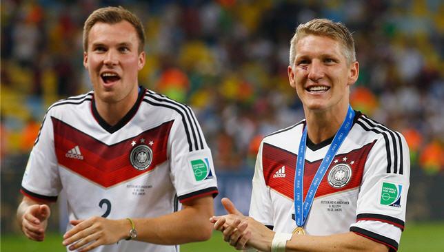 اخبار الامارات العاجلة Bastian-Schweinsteiger-Kevin-Grosskreutz-20366144 جروسكروتز يدعو شفاينشتايجر للانضمام إلى شتوتجارت أخبار الرياضة