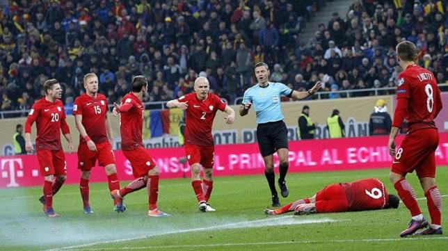 ليفاندوفسكي كاد أن يخسر عينه في مباراة بولندا ورومانيا