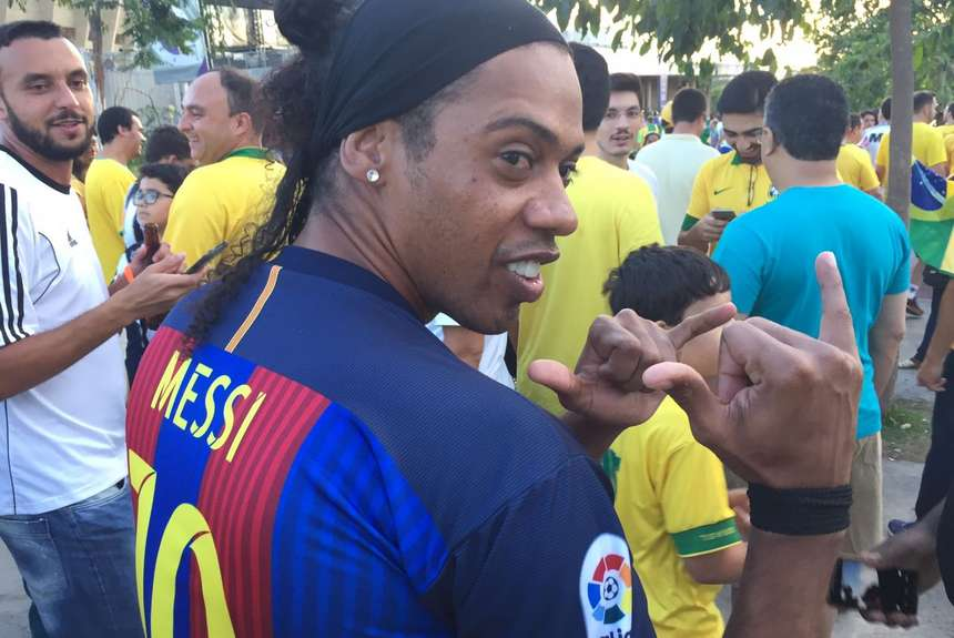 Ronaldinho-Messi_OLEIMA20161110_0192_28