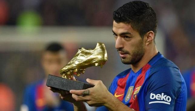 لويس سواريز يحمل جائزة الحذاء الذهبي