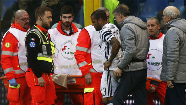 داني ألفيس يتعرض لإصابة أمام جنوى