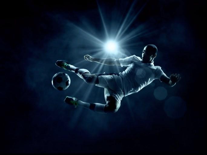 ممارسة كرة القدم