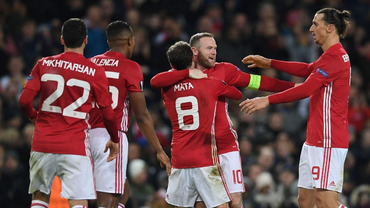 مانشستر يونايتد يحتفل بالفوز على حساب فينورد روتردام