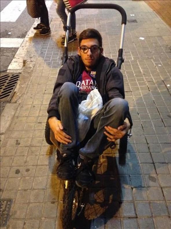 صورة.. برشلونة يعامل مشجع بطريقة مهينة بسبب إعاقته!  صورة.. برشلونة يعامل مشجع بطريقة مهينة بسبب إعاقته!
