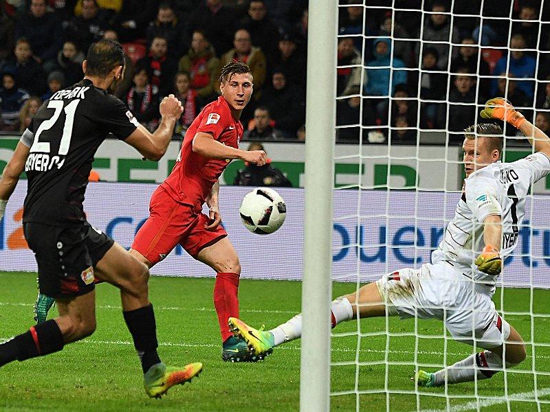 18 11 2016 xJHx Football 1 Bundesliga Bayer 04 Leverkusen RB Leipzig emspor v l Oemer Toprak Bayer Leverkusen Willi Orban RB Leipzig Bernd Leno Bayer Leverkusen Goal Scored goal to 2 3 Leverkusen