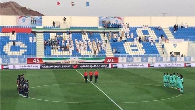 لاعبو الشباب الإماراتي يقفون دقيقة صمت على مدربهم الأسبق كايو جونيور