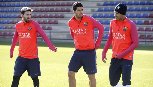 ثلاثي هجوم برشلونة يشارك في التدريبات