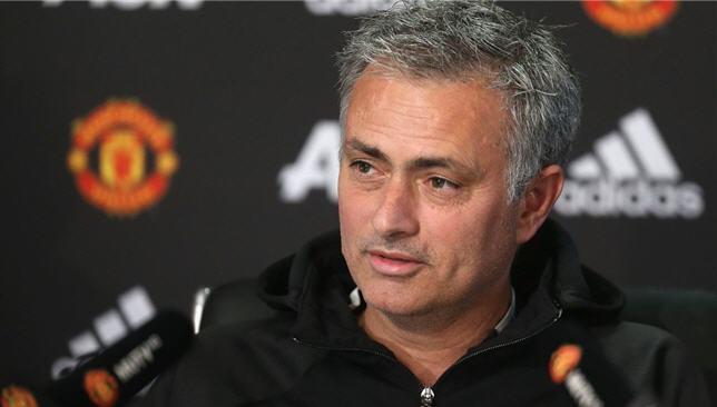 التطورات حول مدرب مورينيو مدرب مانشستر بعد ريلة من النادي