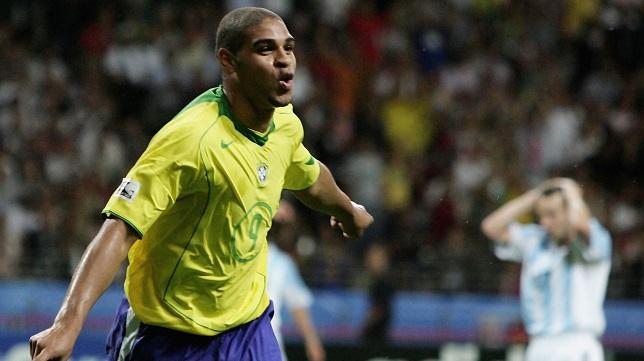 أدريانو نجم منتخب البرازيل في الماضي