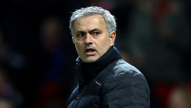 استنفار أمني حول جوزيه مورينيو خوفاً من امرأة شقراء - مانشستر يونايتد - كرة قدم - سبورت360 عربية
