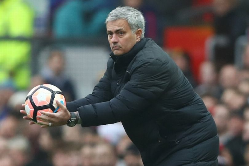 مورينيو يقرر تغيير حاملي الكرة في ملعب أولد ترافورد - مانشستر يونايتد - كرة إنجليزية - سبورت360 عربية