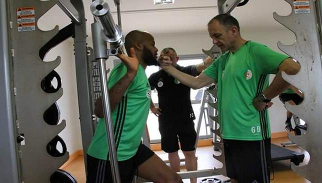 حارس الجزائر يغيب عن مباراة تونس للإصابة