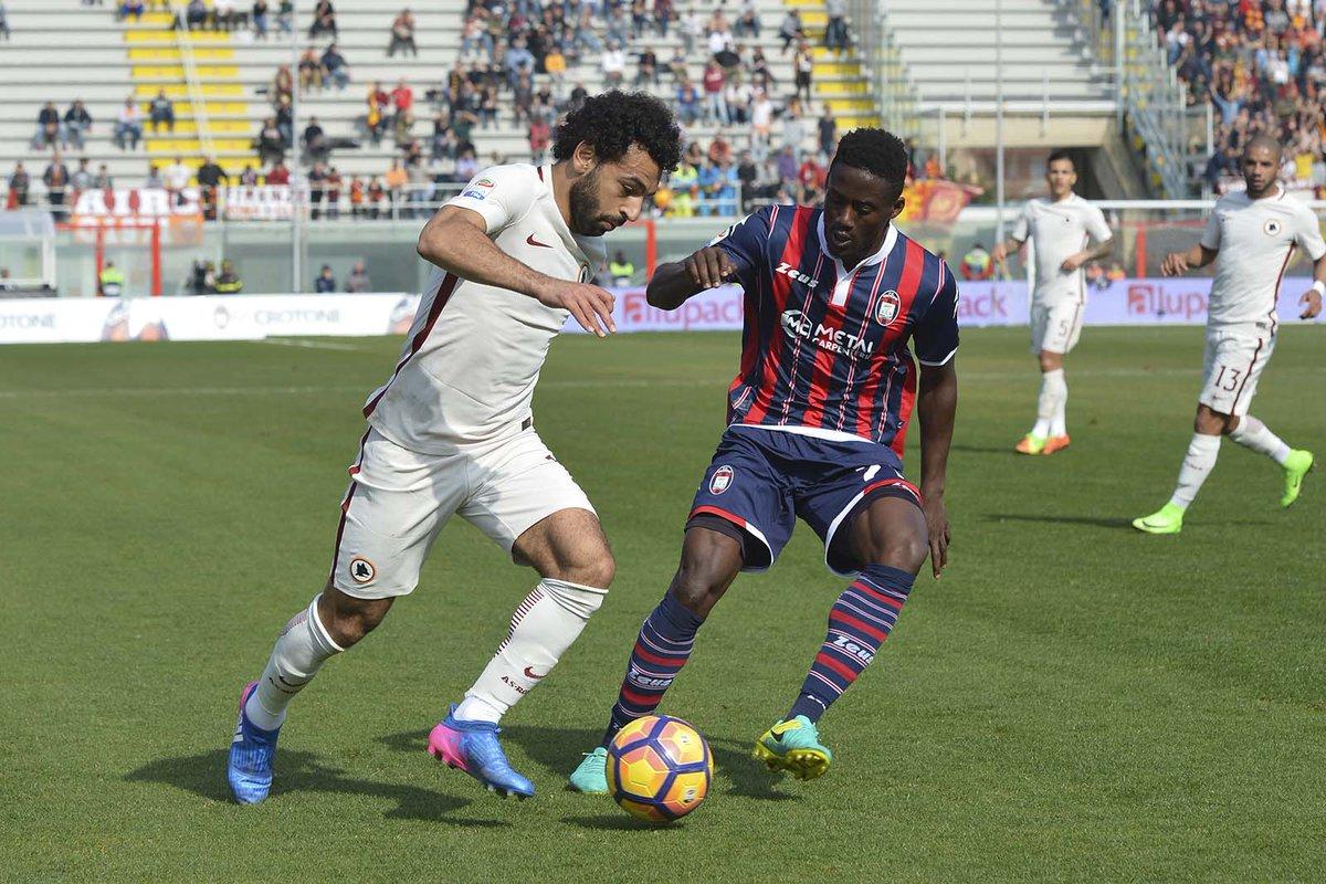 شارك محمد صلاح نجم منتخب مصر فى مباراة فريقه روما أمام كروتوني فى الدوري الايطالي ، التي انتهت بفوز ذئاب العاصمة بثنائية نظيفة.