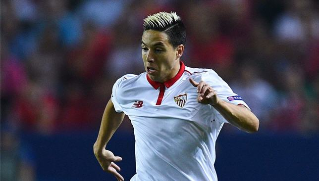 سمير نصري لاعب إشبيلية الإسباني