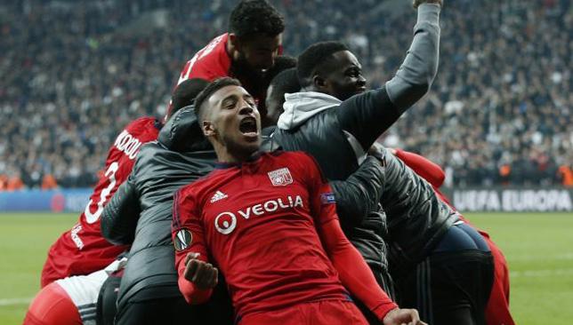 فرحة لاعبي ليون الفرنسي بالتأهل