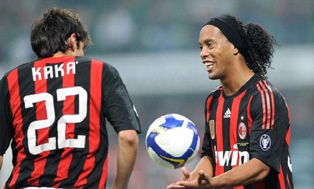 رونالدينيو وكاكا في صفوف ميلان خلال موسم 2008-2009