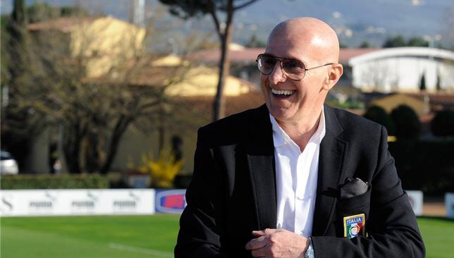 المدرب الإيطالي السابق أريجو ساكي