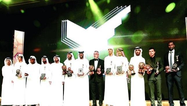 تتويج الفائزين بجوائز الدوري الإماراتي والتشكيلة المثالية - كرة قدم - كرة عربية - سبورت360 عربية