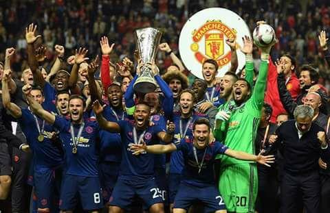 لاعبو مانشستر يونايتد والاحتفال بلقب اليوروبا ليج