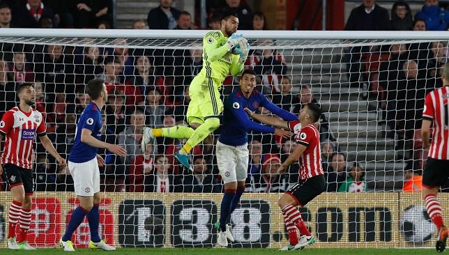 سيرجيو روميرو حارس مرمى فريق مانشستر يونايتد الإنجليزي