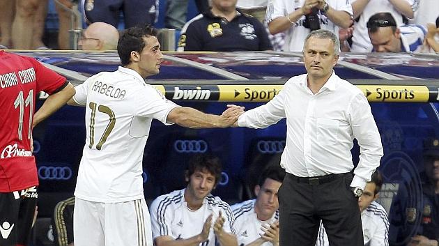 مورينيو يصافح أربيلوا