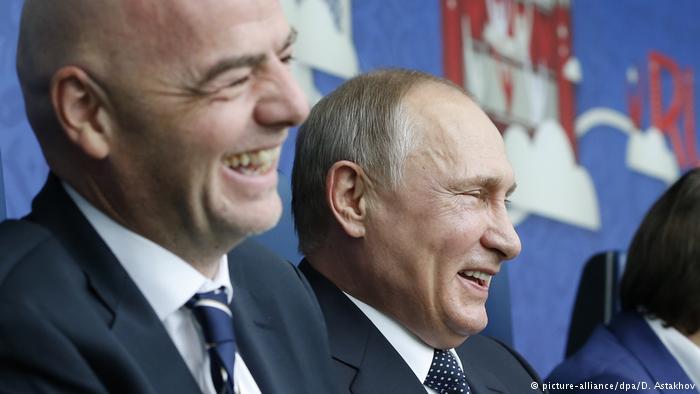 الرئيس الروسي فلاديمير بوتين ورئيس الفيفا جياني إنفينتينو حضرا افتتاح بطولة كأس القارات