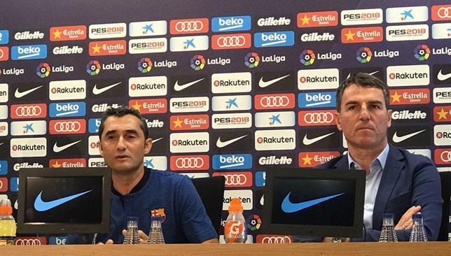 روبرت فرنانديز إلى جانب المدرب ارنستو فالفيردي