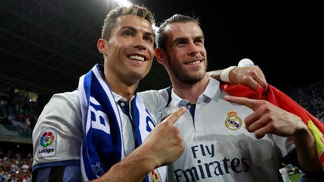 جاريث بيل لاعب ريال مدريد الإسباني بصحبة زميله كريستيانو رونالدو