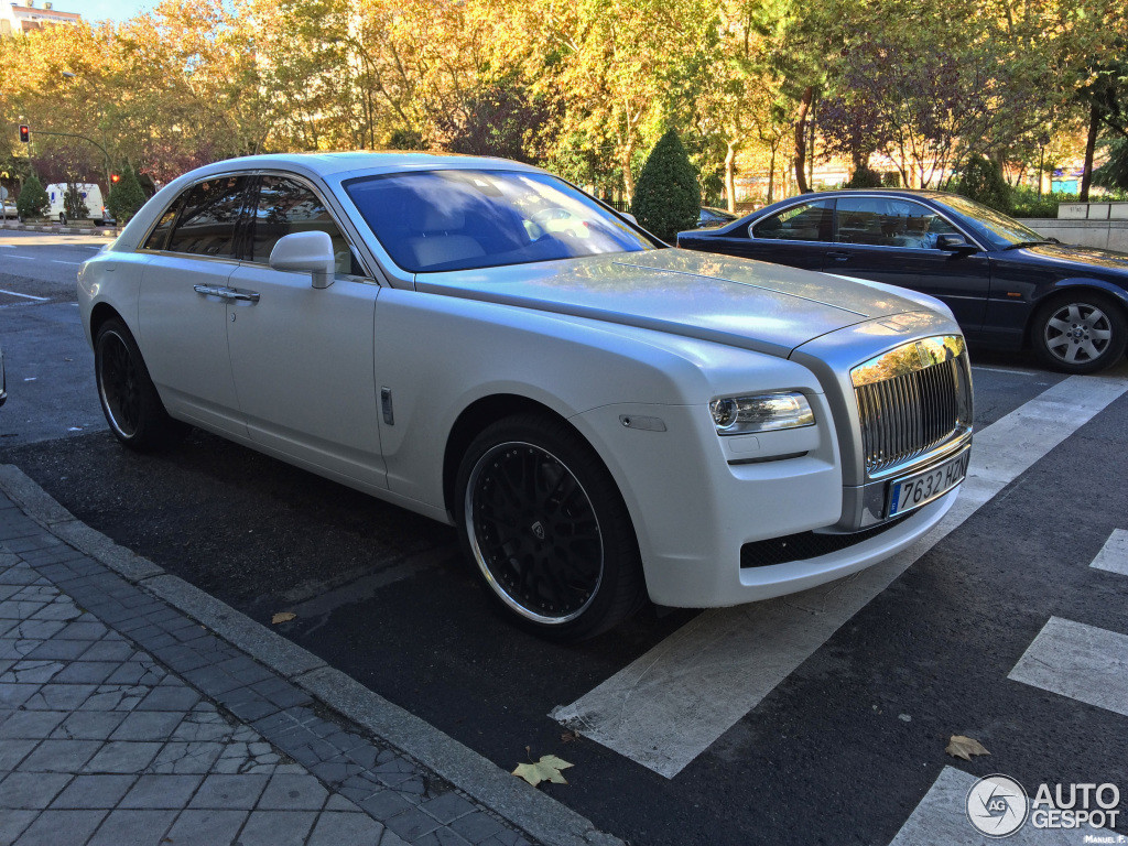 cristiano-ronaldo-buys-rolls-royce-ghost-video-89288_1