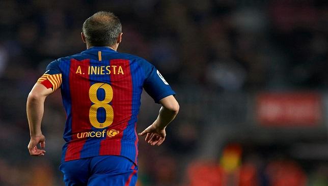 آندرياس إنيستا لاعب فريق برشلونة الإسباني