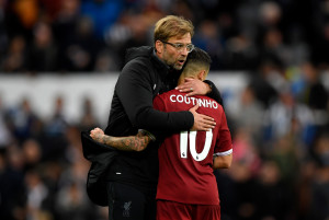 NEWCASTLE UPON TYNE, ENGLAND - OCTOBER 01: Jurgen Klopp, Manager of Liverpool and Philippe Coutinho of Liverpool embrace after the Premier League match between Newcastle United and Liverpool at St. James Park on October 1, 2017 in Newcastle upon Tyne, England.  (Photo by Stu Forster/Getty Images)