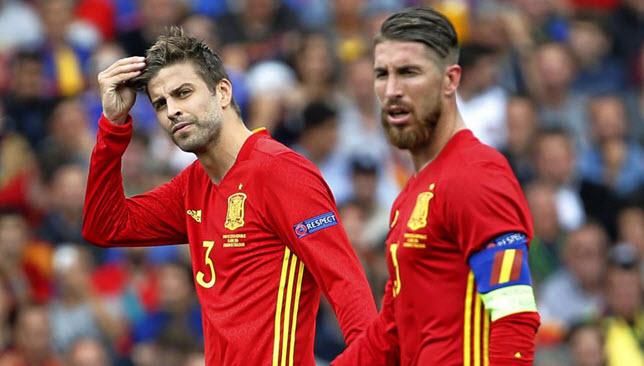 سيرجيو راموس وجيرارد بيكيه يتمردان على منتخب إسبانيا