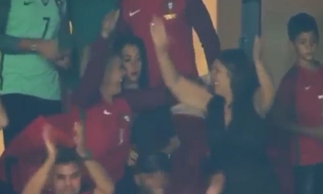 فيديو.. احتفال كبير لعائلة رونالدو بتأهل البرتغال إلى المونديال - كرة إسبانية - رونالدو - سبورت360 عربية
