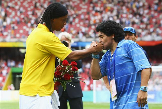 Ronaldinho-Maradona-20201444