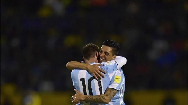 Enzo Perez Lionel Messi