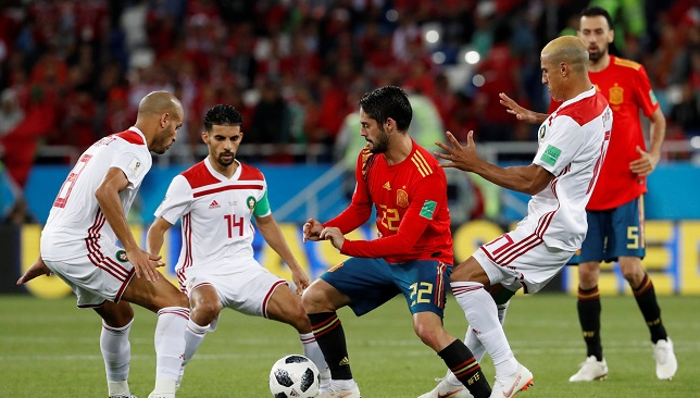 Isco-surrounded-by-three-Morocco-players