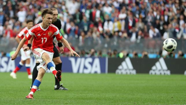 أليكسندر جولوفين بطل اليوم في فوز منتخب روسيا على المنتخب السعودي (5ـ0) في المباراة الافتتاحية -  سبورت 360 عربية
