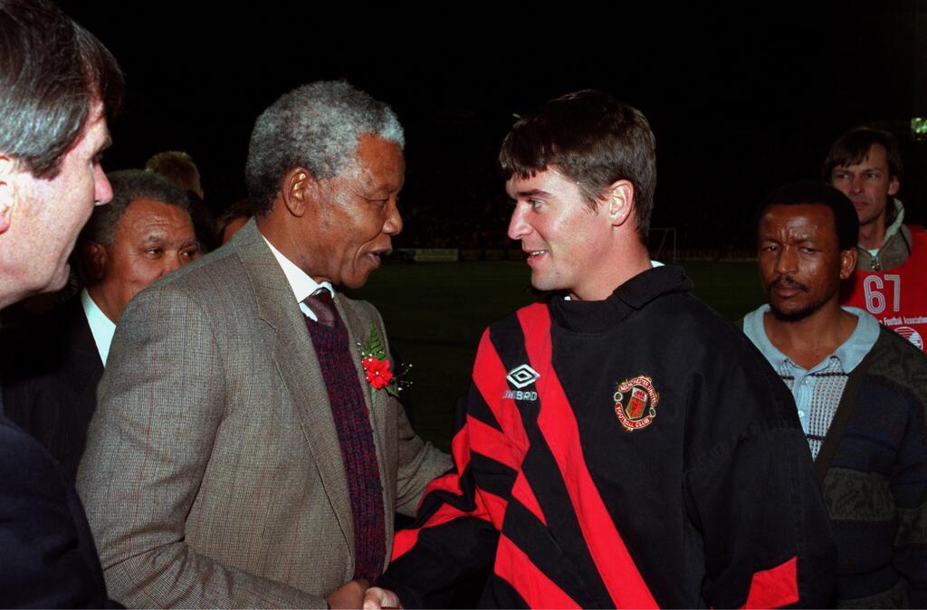 نيلسون مانديلا (الرئيس الراحل لدولة جنوب إفريقيا)