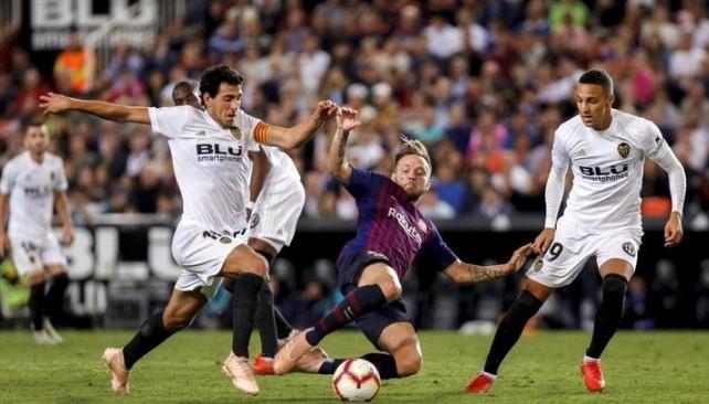 أخبار نادي برشلونة : برشلونة وريال مدريد يقهران بعضهما في مواجهتي فالنسيا وألافيس -  سبورت 360 عربية
