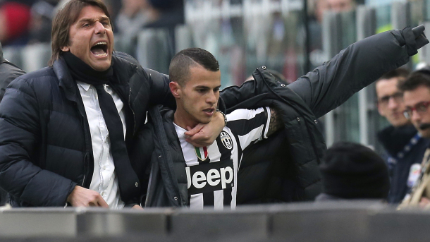 Juventus' coach Antonio Conte (L) hugs Juventus' forward Sebastian Giovinco during the Italian Serie A football match Juventus vs Chievo Verona at the Juventus Stadium in Turin on February 16, 2014.  AFP PHOTO / MARCO BERTORELLO        (Photo credit should read MARCO BERTORELLO/AFP/Getty Images)