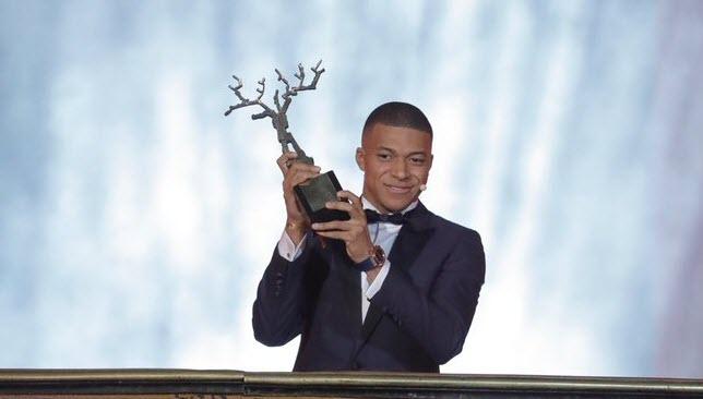 جائزة افضل لاعب شاب في العالم