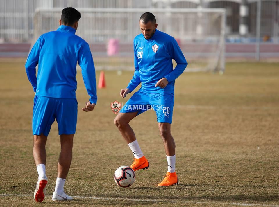 92288-خالد-بوطيب-يداعب-الكرة