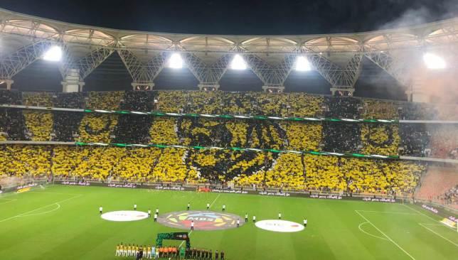 أخبار الدوري السعودي جماهير الاتحاد تزين ملعب الجوهرة بـ تيفو مثير فيديو سبورت 360