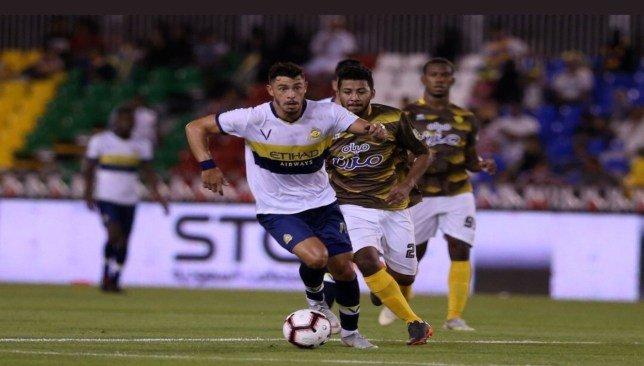 57aac7c8a2fa4 سعودي 360- وصل منذ قليل، ثنائى الفريق الأول لكرة القدم بنادي النصر، المغربي  عبدالرزاق حمدالله والبرازيلي جوليانو، إلى متجر العالمى، وسط احتفال جماهيري  كبير.